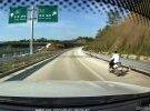 開著女裝摩托上高速