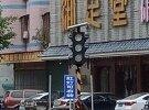 青梅路简易红绿灯罢工了