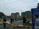 黎家坪大桥限高栏被撞弯