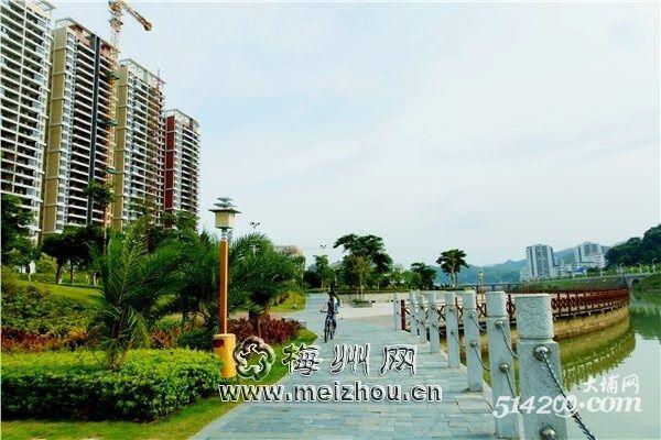 梅河��n��fz��.h�{�_位于梅潭河畔的梅河公园绿意盎然,为大埔市民提供了休闲的好去处