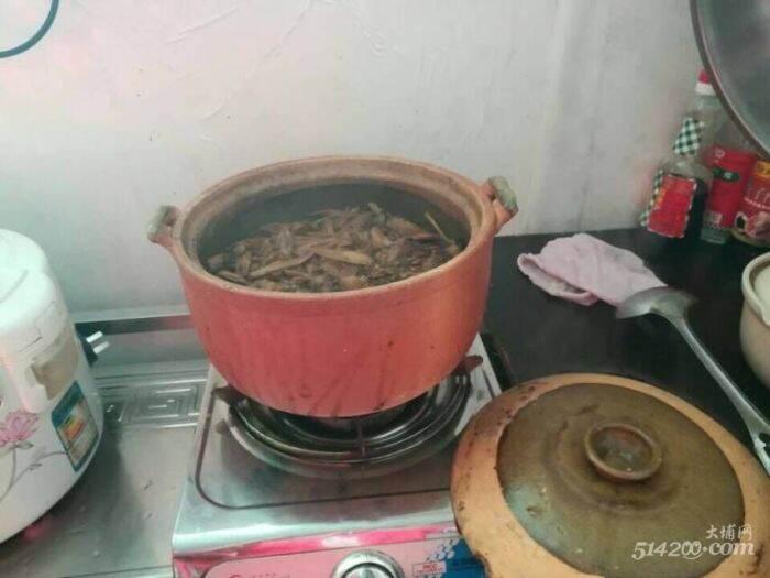 6. 刘同学一家简单的伙食条件.jpg