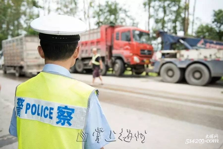 S223线货车甩尾刮撞中巴致2死4伤 省市领导分别作批示