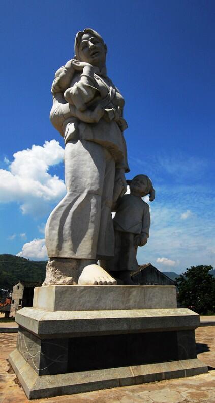 """""""韩江源""""石雕母亲"""
