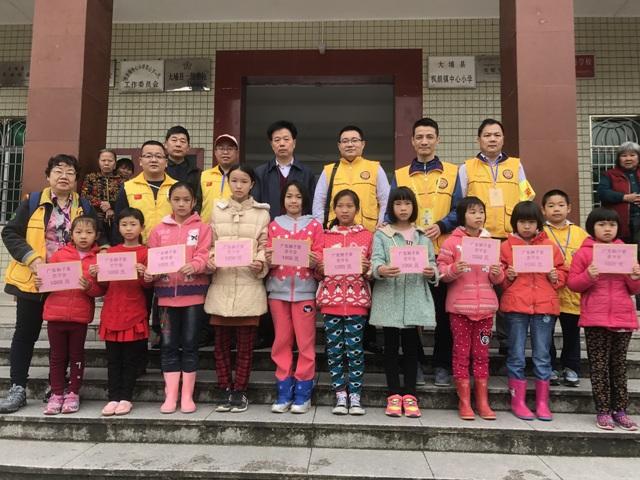 广东狮子会扶贫助学捐赠活动仪式在枫朗中小举行
