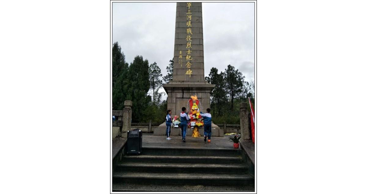 实验小学开展清明祭扫烈士纪念陵园活动