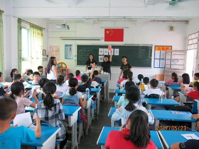 香港理工大学师生到田家炳小学交流指导