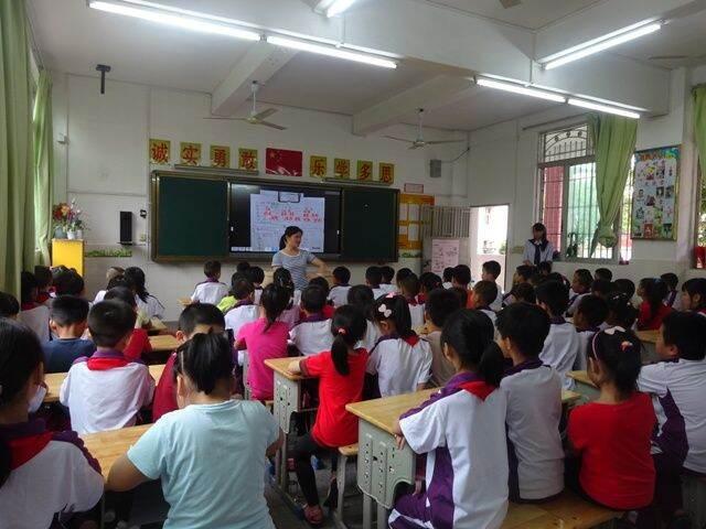 龙岗幼儿园组织大班幼儿参观大埔小学
