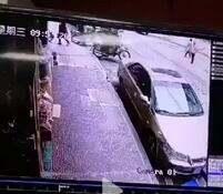 东风市场车祸监控曝光